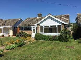 2 Bedrooms Bungalow for sale in Queensfield Walk, Bognor Regis, West Sussex