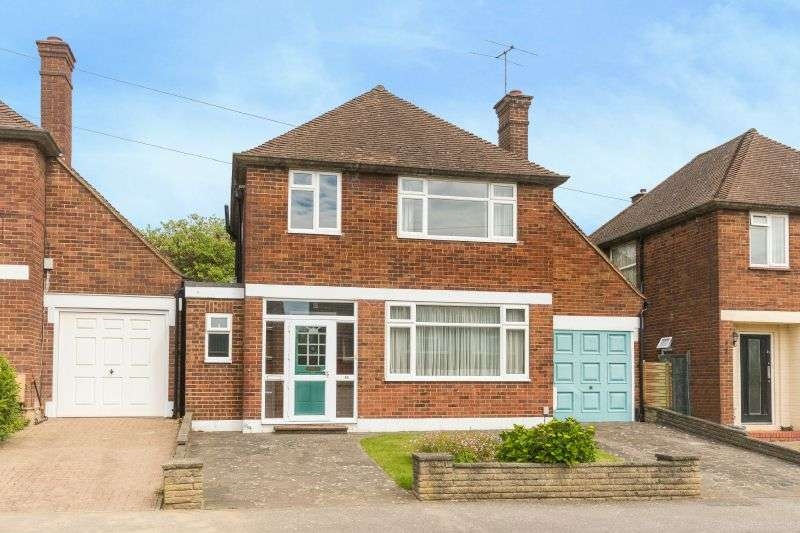 3 Bedrooms Detached House for sale in Valley Walk, Croxley Green, Rickmansworth, Hertfordshire, WD3