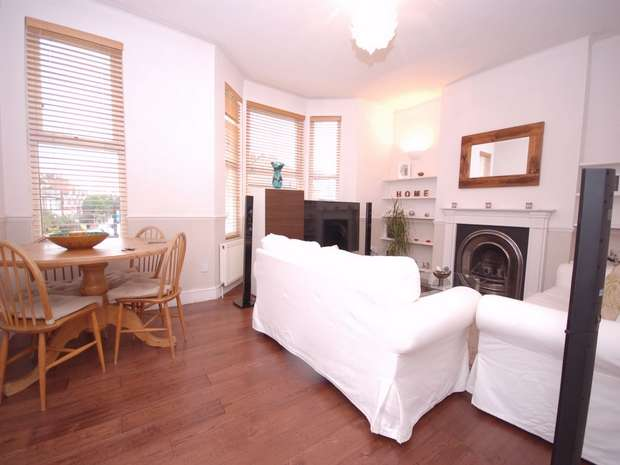 2 Bedrooms Flat for sale in Leghorn Road, Kensal Green, London