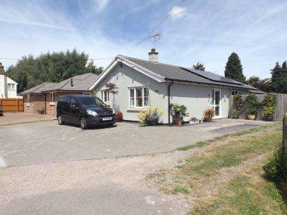 3 Bedrooms Bungalow for sale in Stanway, Colchester, Essex