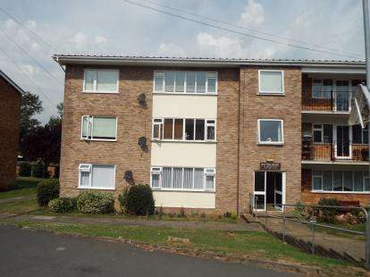 3 Bedrooms Flat for sale in 321 Walton Road, Walton On The Naze, Essex