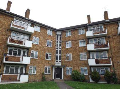 3 Bedrooms Flat for sale in Chigwell Road, South Woodford, London