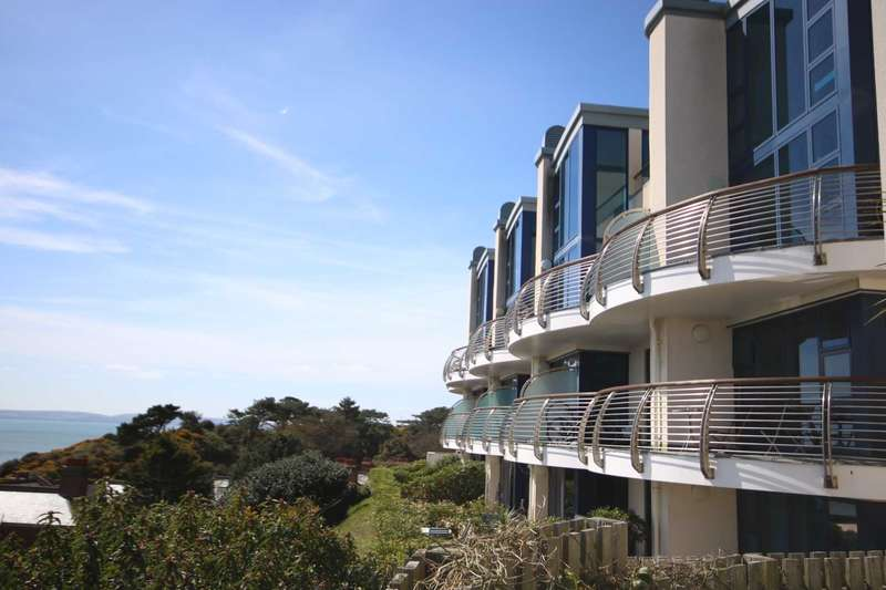 2 Bedrooms Apartment Flat for sale in BH5 Bournemouth