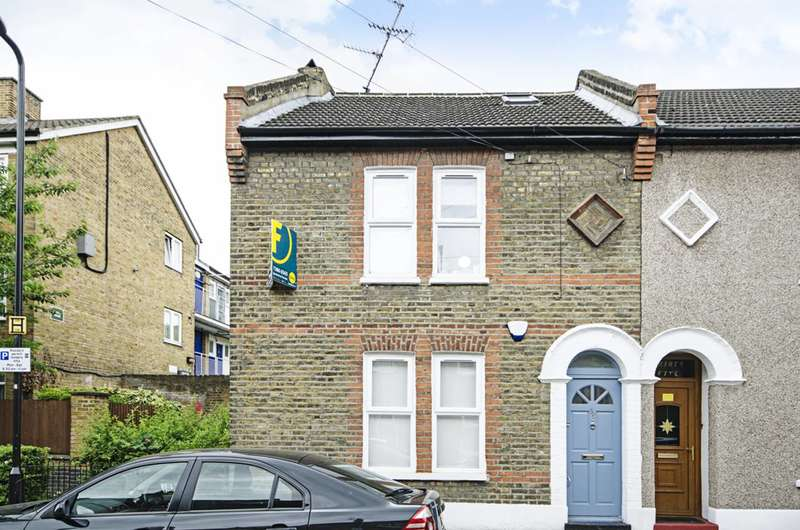 4 Bedrooms Semi Detached House for sale in Stevens Avenue, Hackney, E9