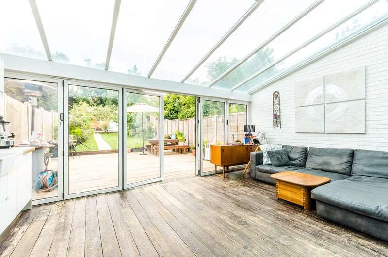 4 Bedrooms Terraced House for sale in Haycroft Gardens, Kensal Green, NW10