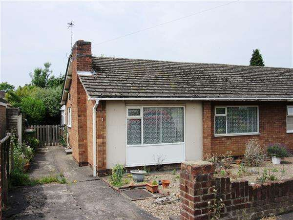 2 Bedrooms Bungalow for sale in Lynton Close, Scunthorpe