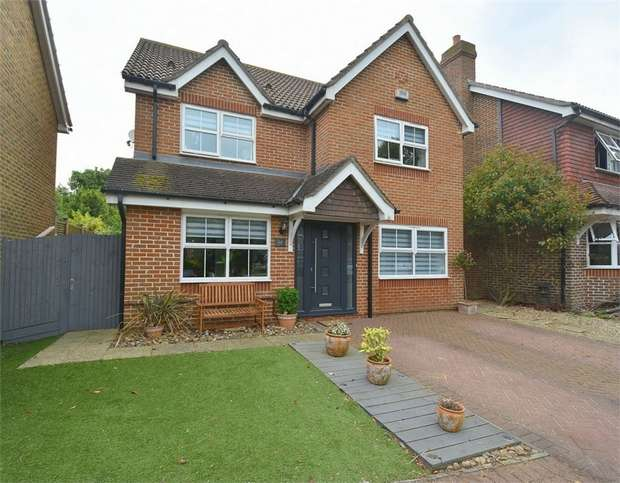 4 Bedrooms Detached House for sale in Selwyn Drive, Broadstairs, Kent