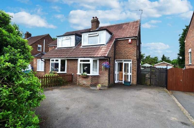 2 Bedrooms Semi Detached House for sale in Highlands, Flackwell Heath, HP10
