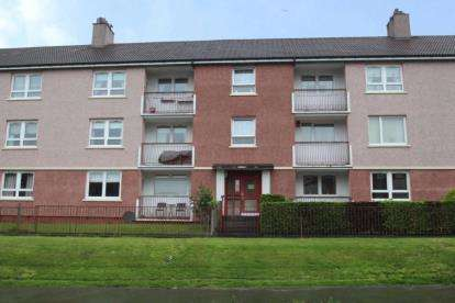 2 Bedrooms Flat for sale in Barmulloch Road, Glasgow