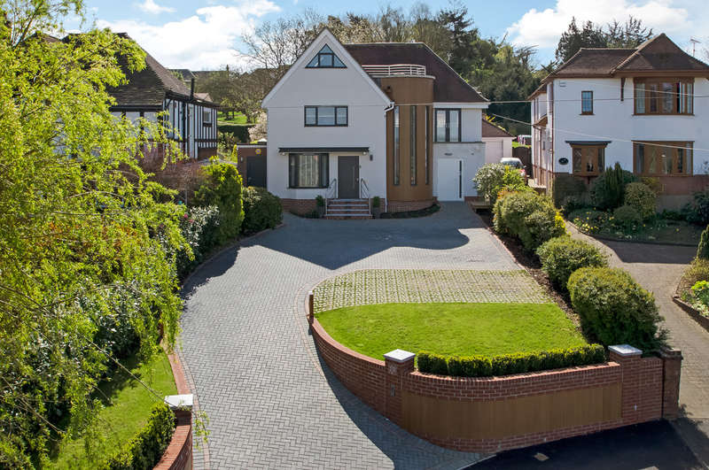 4 Bedrooms Detached House for sale in Cosham, Hampshire