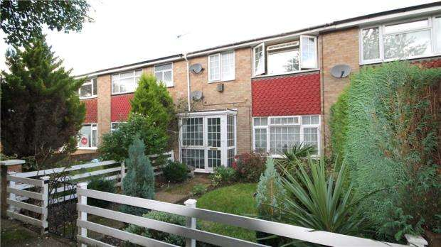 3 Bedrooms Terraced House for sale in Chilsey Green Road, Chertsey