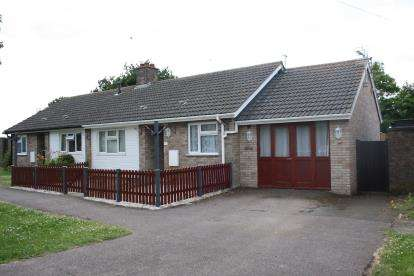 1 Bedroom Bungalow for sale in Bunkers Drive, Cotton End, Bedford, Bedfordshire