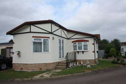 2 Bedrooms Detached House for sale in Ash Grove, Briar Bank Park, Wilstead, Bedford