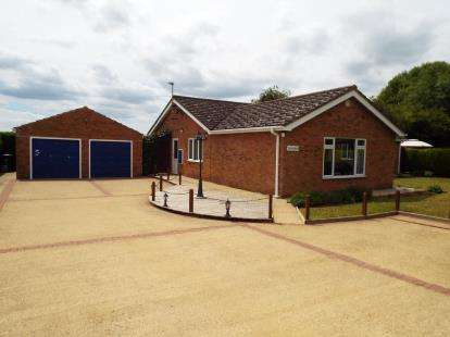 3 Bedrooms Bungalow for sale in Upwell, Wisbech, Norfolk