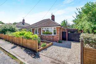 2 Bedrooms Bungalow for sale in Harbourland Close, Maidstone, Kent, .
