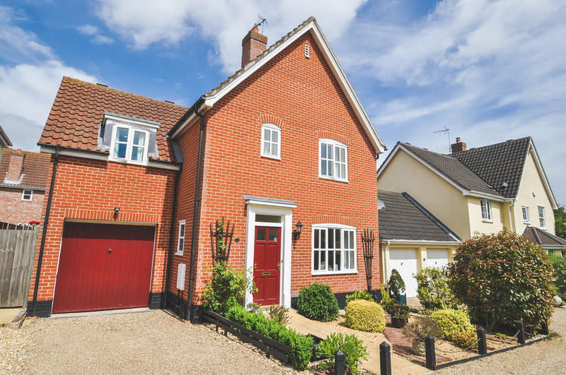 3 Bedrooms Detached House for sale in Aldergrove Close, Halesworth