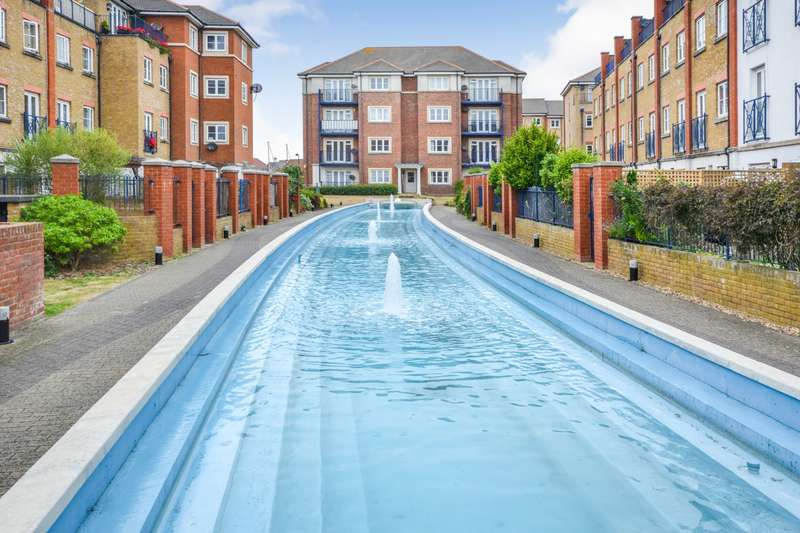 2 Bedrooms Flat for sale in Barbuda Quay, Sovereign Harbour South, Eastbourne, BN23