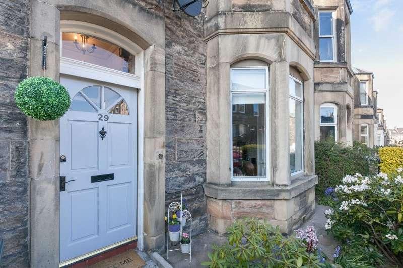 2 Bedrooms Flat for sale in Ryehill Terrace, Leith Links, Edinburgh, EH6 8EN