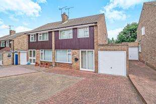 3 Bedrooms Semi Detached House for sale in Beechings Way, Rainham, Gillingham, Kent