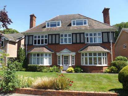 3 Bedrooms Flat for sale in Boscombe Manor, Bournemouth, Dorset