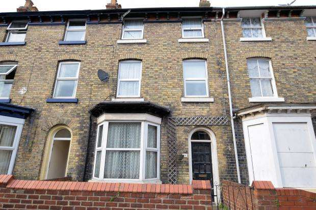 4 Bedrooms Terraced House for sale in Norwood Street, Scarborough, North Yorkshire YO12 7EQ