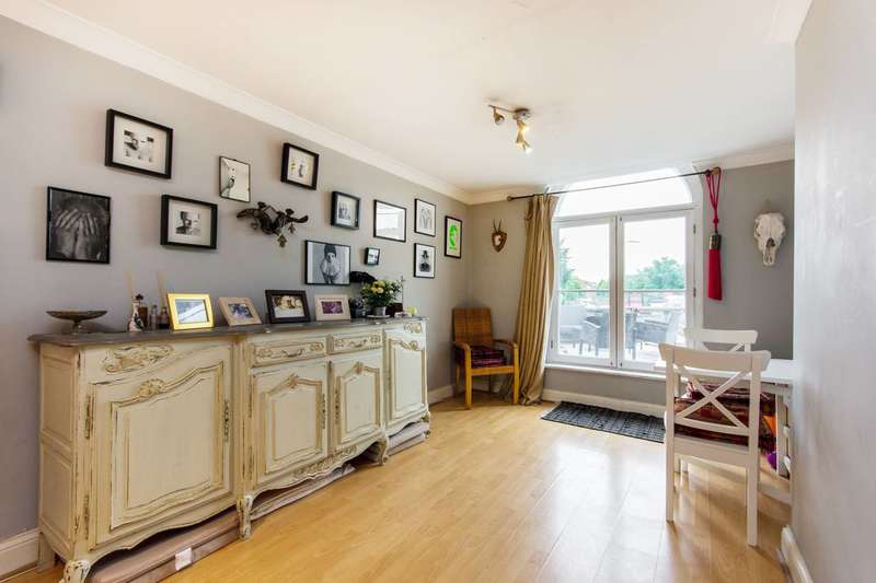 2 Bedrooms Flat for sale in Voltaire Road, Clapham High Street, SW4