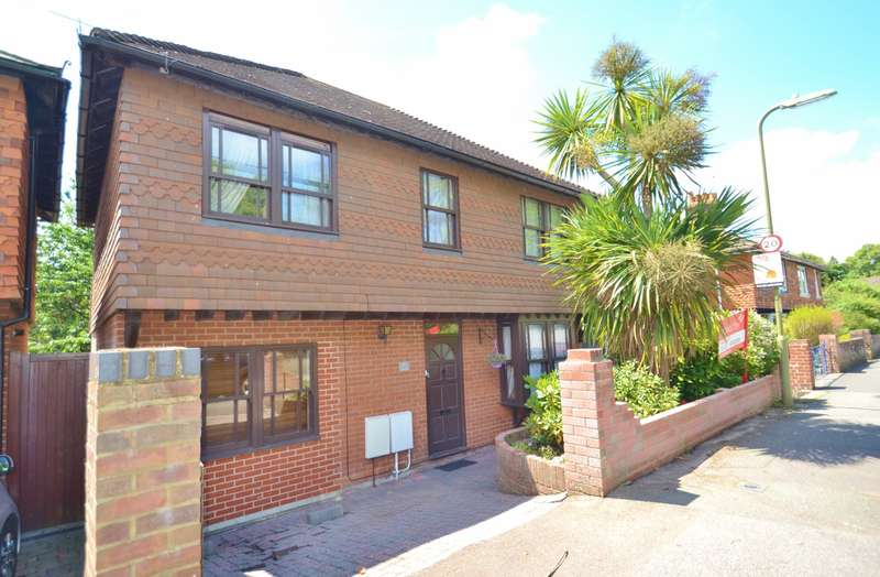 4 Bedrooms Detached House for sale in Ringwood Town Centre