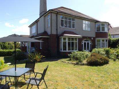 3 Bedrooms Flat for sale in Brompton Avenue, Rhos On Sea, Colwyn Bay, Conwy, LL28
