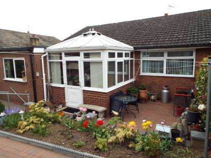 3 Bedrooms Bungalow for sale in Elwyn Drive, Marchwiel, Wrexham, Wrecsam, LL13