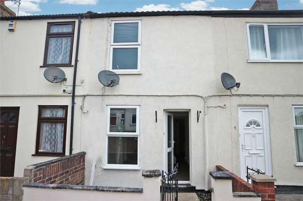 2 Bedrooms Terraced House for sale in Clapham Road North, Lowestoft, Suffolk