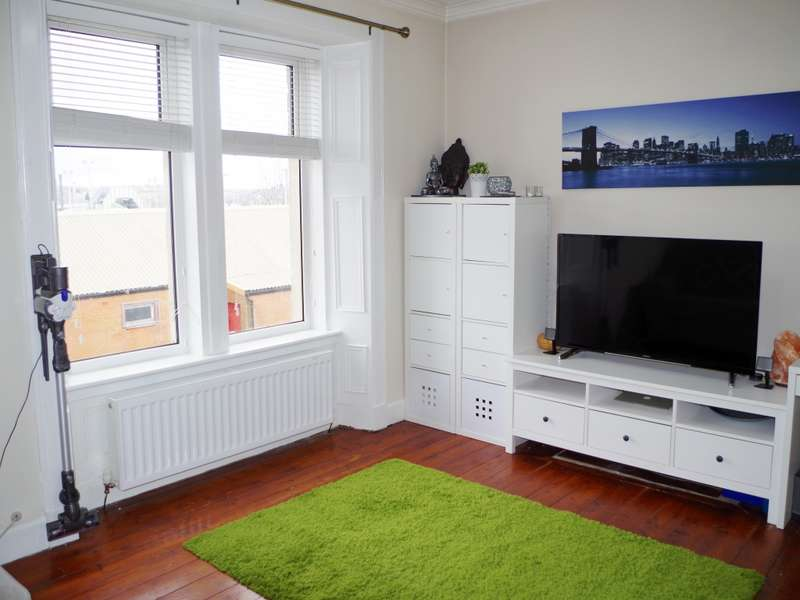 1 Bedroom Flat for sale in 17 Ashgrove Road, Kilwinning, KA13 6NX