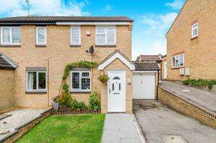 2 Bedrooms Semi Detached House for sale in Lara Close, Chessington