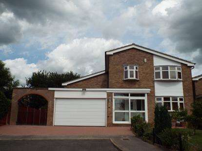 4 Bedrooms Detached House for sale in Shearsby Close, Wigston, Leicestershire