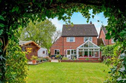3 Bedrooms Link Detached House for sale in Griston, Thetford, United Kingdom