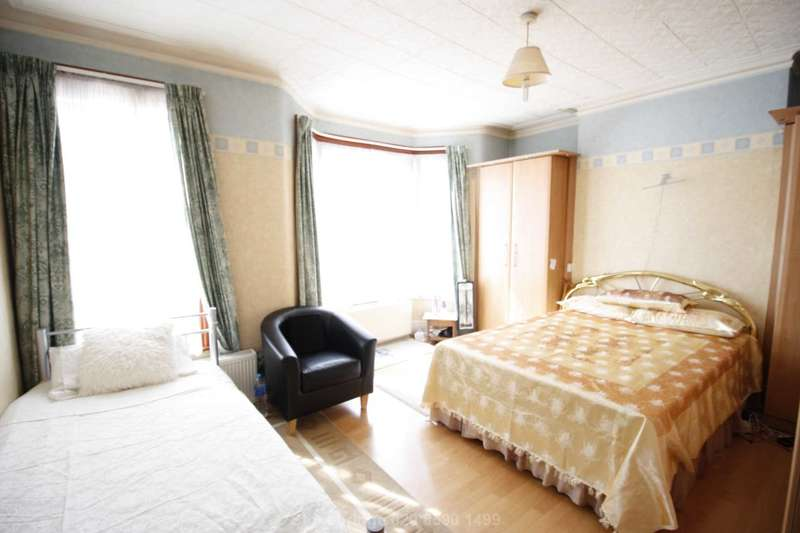 3 Bedrooms Terraced House for sale in Wyatt Road, Forest Gate E7