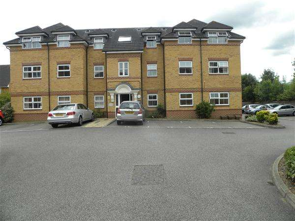 2 Bedrooms Apartment Flat for sale in Sydenham Gardens, Slough