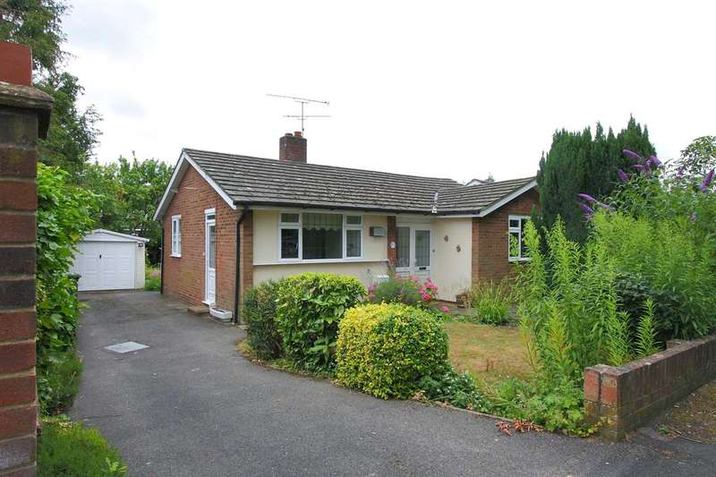 2 Bedrooms Bungalow for sale in Madeley Road, Church Crookham, Fleet