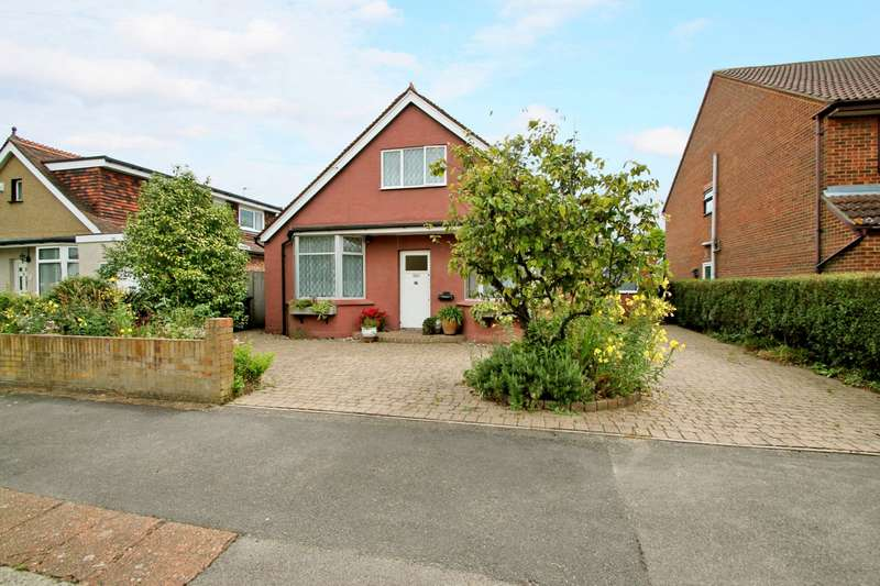 4 Bedrooms Detached Bungalow for sale in Salcombe Road, Ashford, TW15