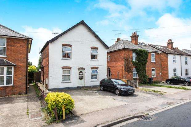 1 Bedroom Flat for sale in Chilworth, Guildford, Surrey
