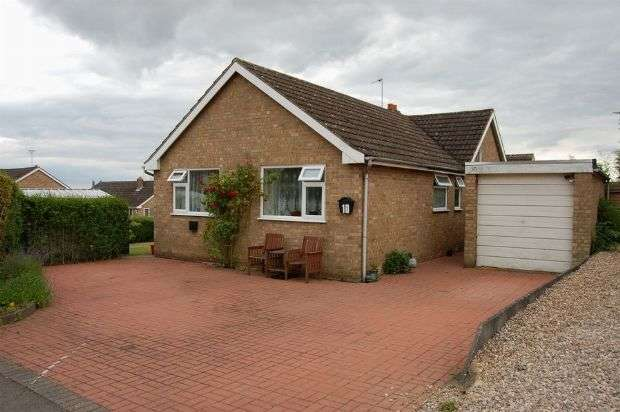 2 Bedrooms Detached Bungalow for sale in Scott Close, Ravensthorpe, Northampton NN6 8EA