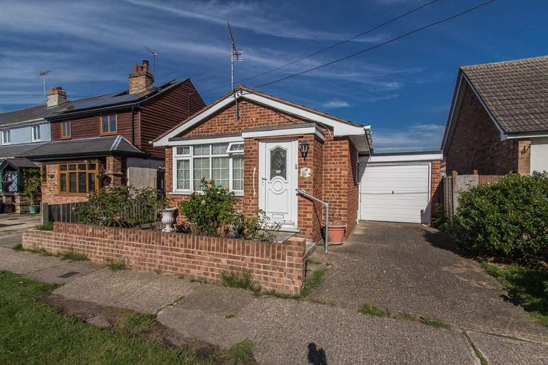 1 Bedroom Detached Bungalow for sale in Village Drive, Canvey Island, SS8
