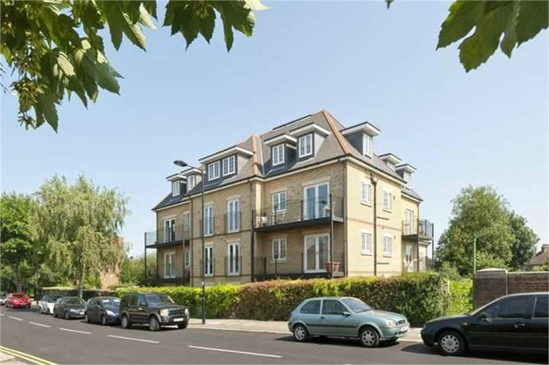 2 Bedrooms Flat for sale in River Bank, N21
