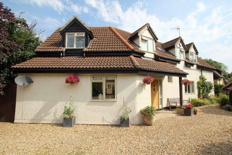 4 Bedrooms Detached House for sale in Bridge Street, Whaddon, Royston