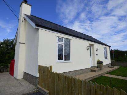 3 Bedrooms Bungalow for sale in Dinas, Pwllheli, Gwynedd, LL53