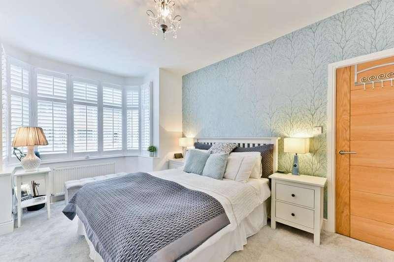 2 Bedrooms Flat for sale in Gorringe Park Avenue, Mitcham CR4