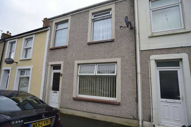 3 Bedrooms Terraced House for sale in Brooke Avenue, Milford Haven, SA73