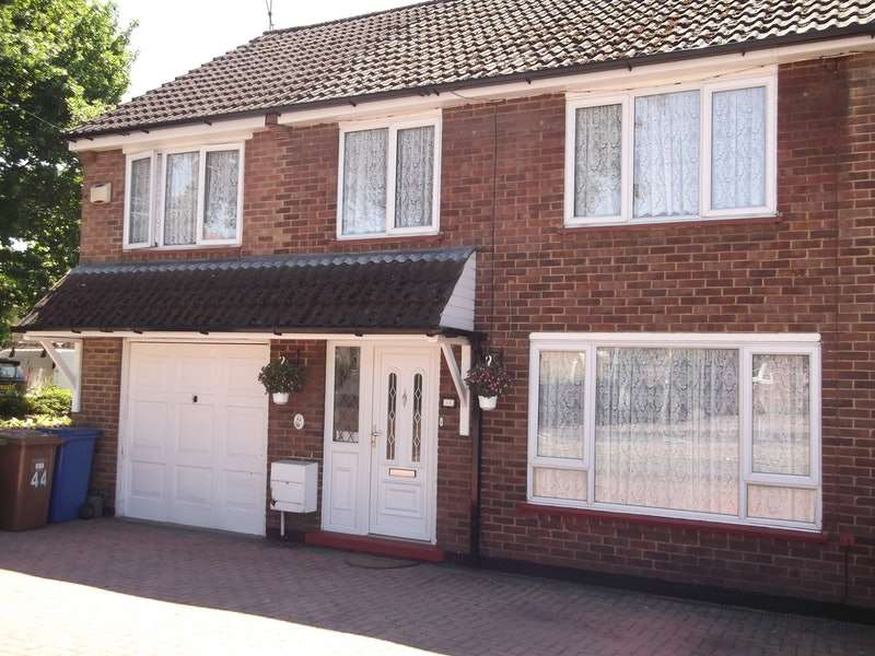 4 Bedrooms Semi Detached House for sale in Yorktown Road, Sandhurst, Berkshire, GU47