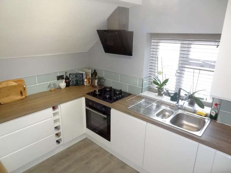 2 Bedrooms Flat for sale in Draper Road