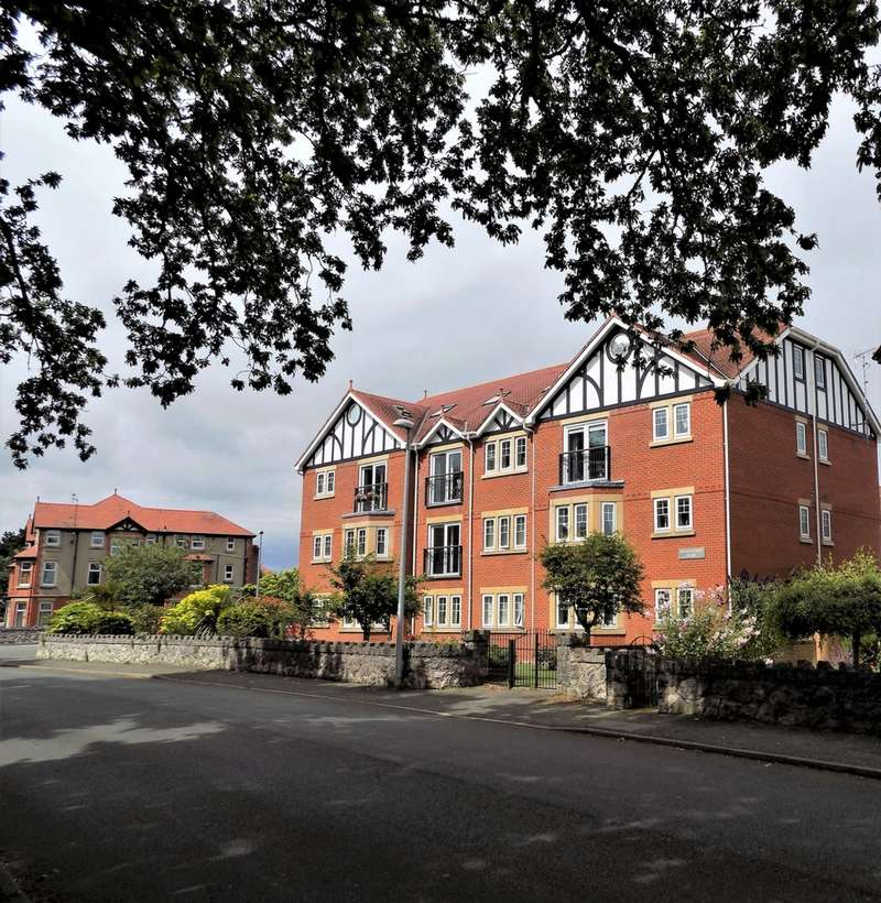 2 Bedrooms Apartment Flat for sale in Llannerch Road East, Rhos on Sea, LL28