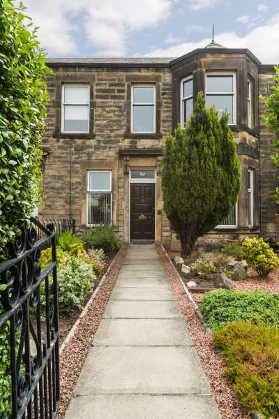 3 Bedrooms Villa House for sale in Moira Terrace, Edinburgh, EH7 6SA
